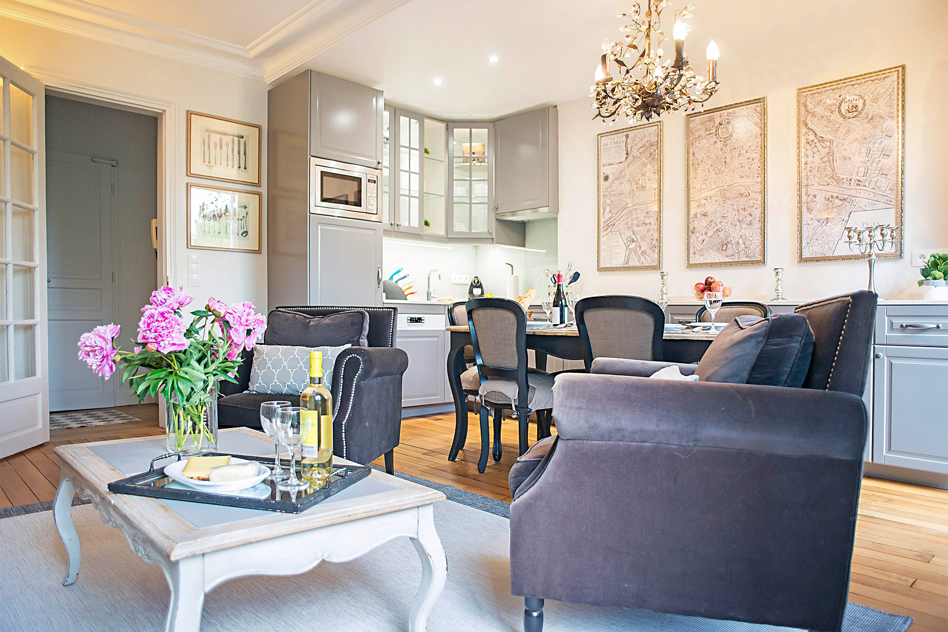 Large living and dining area in the Bergerac vacation rental offered by Paris Perfect
