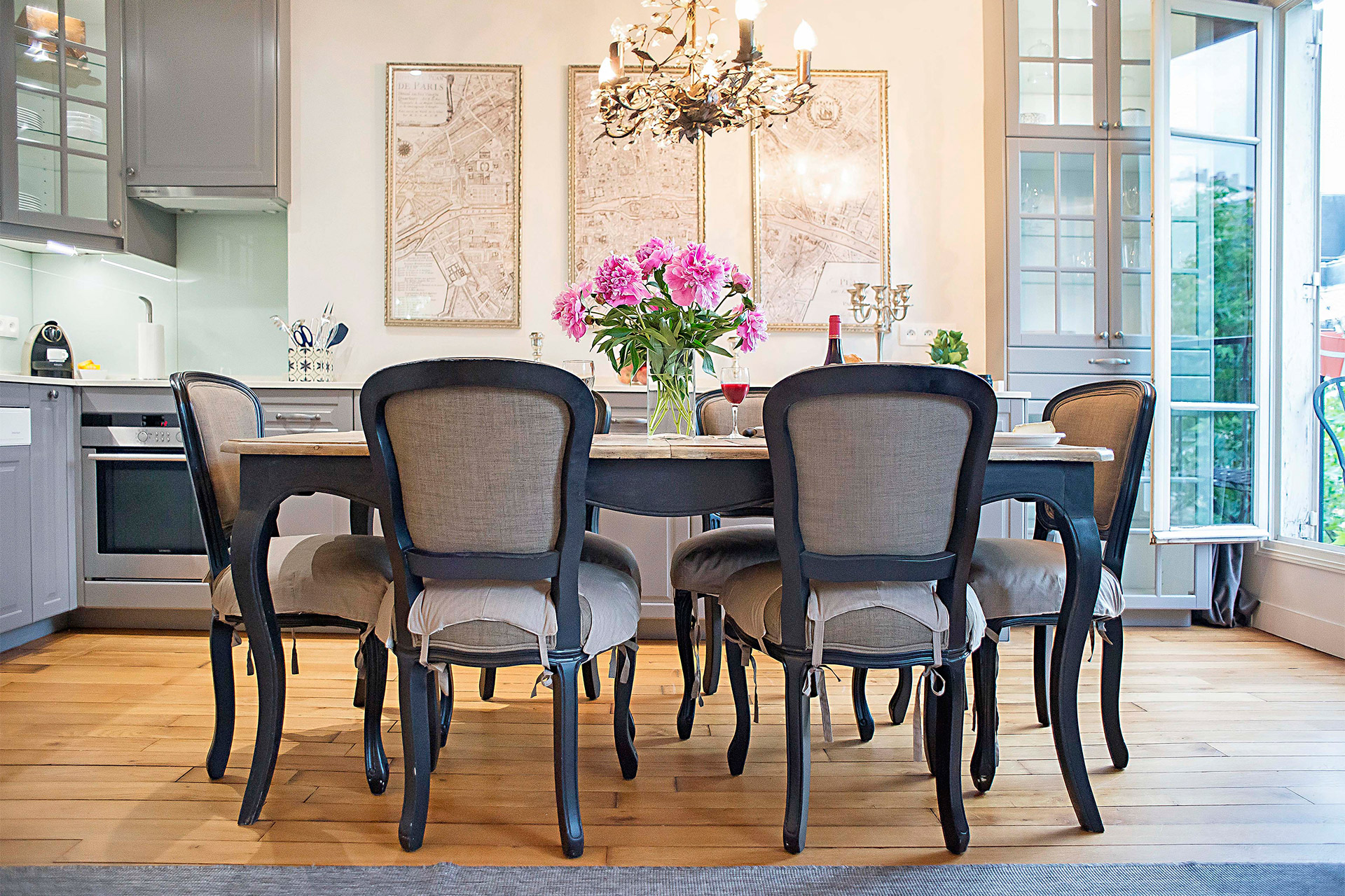 Elegant dining area of the Bergerac vacation rental offered by Paris Perfect