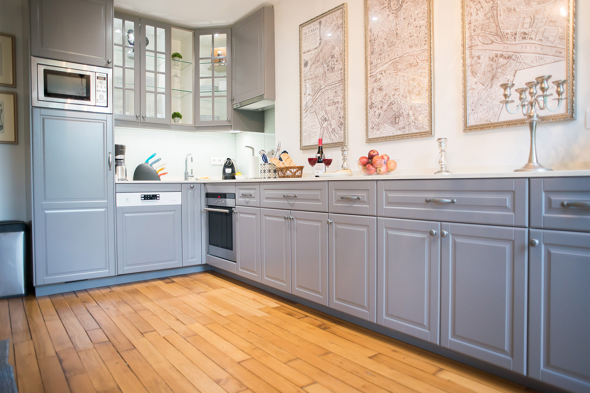Fully equipped, modern kitchen of the Bergerac vacation rental offered by Paris Perfect