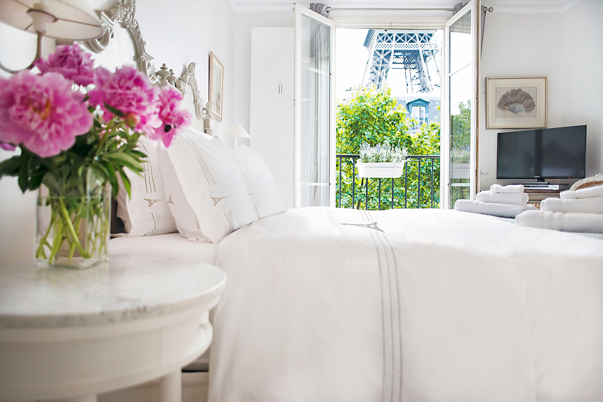 Spacious first bedroom of the Bergerac vacation rental offered by Paris Perfect