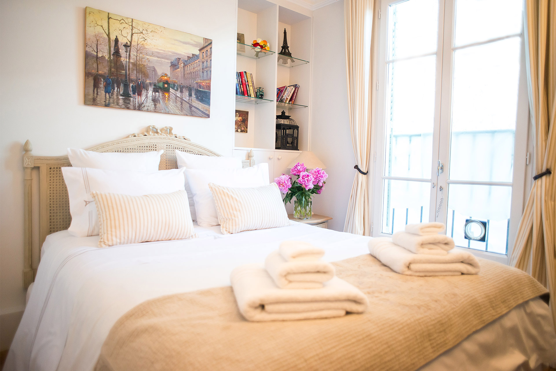 Second bedroom of the Bergerac vacation rental offered by Paris Perfect