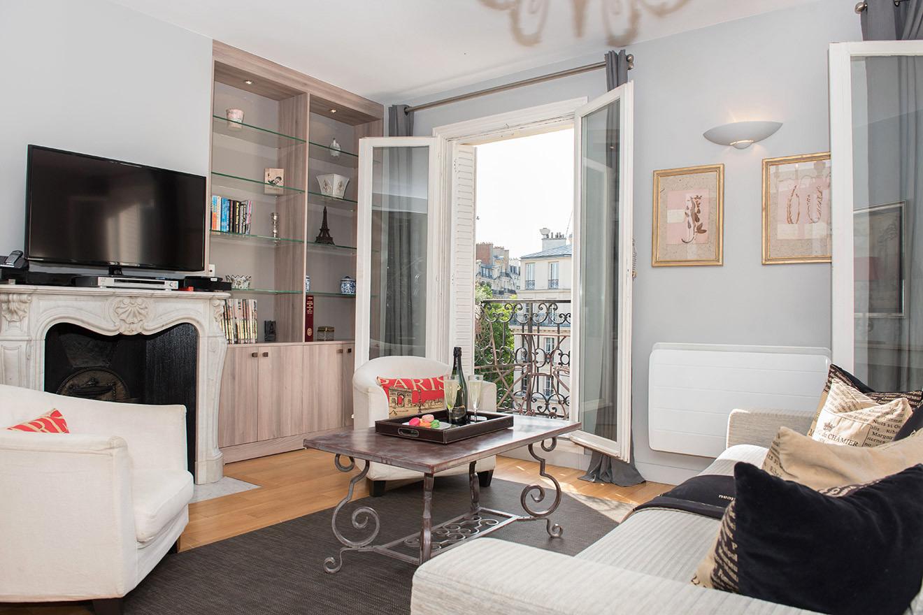Bordeaux living room