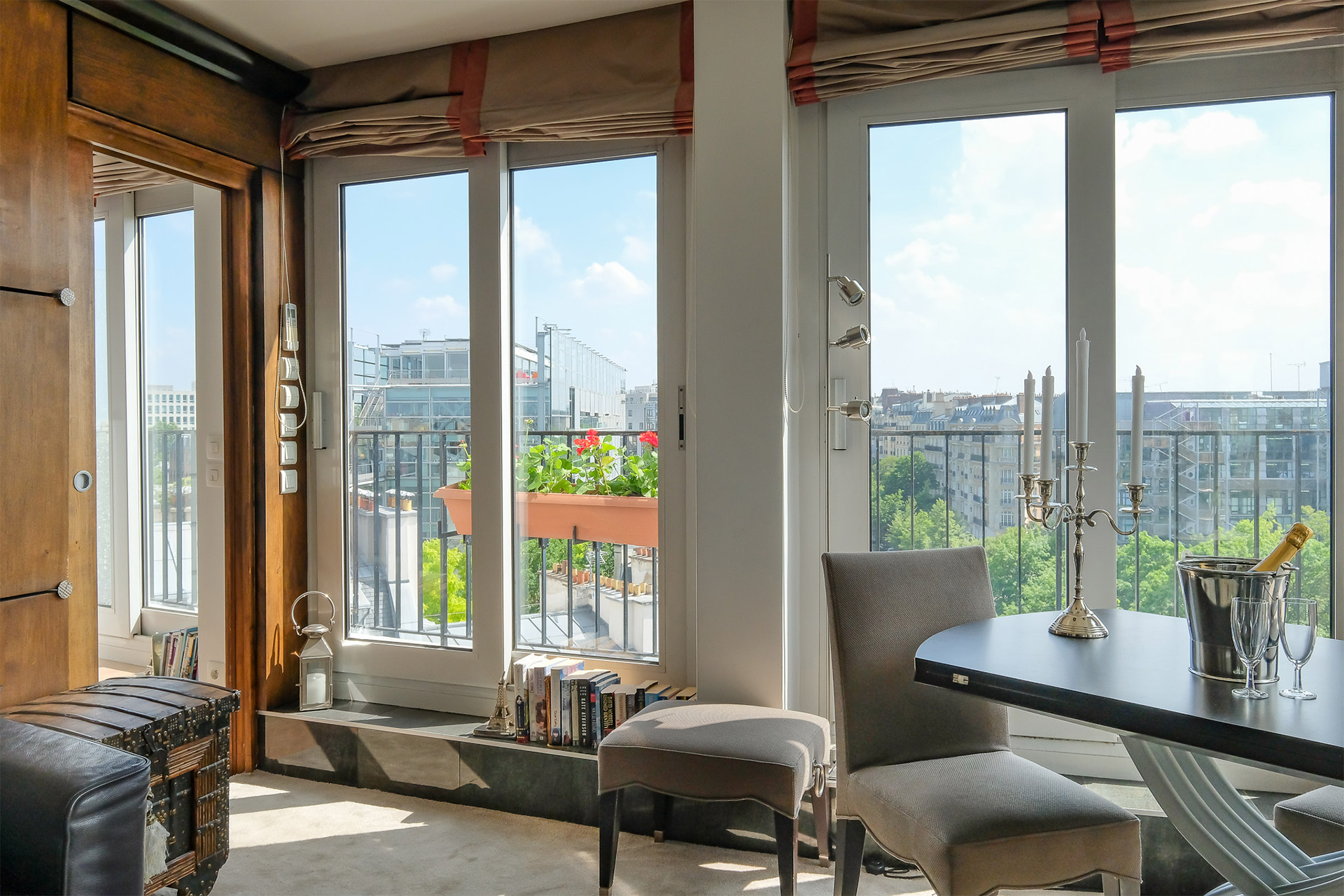 Large windows let in lots of light in the Bordeneuve Paris Perfect rental