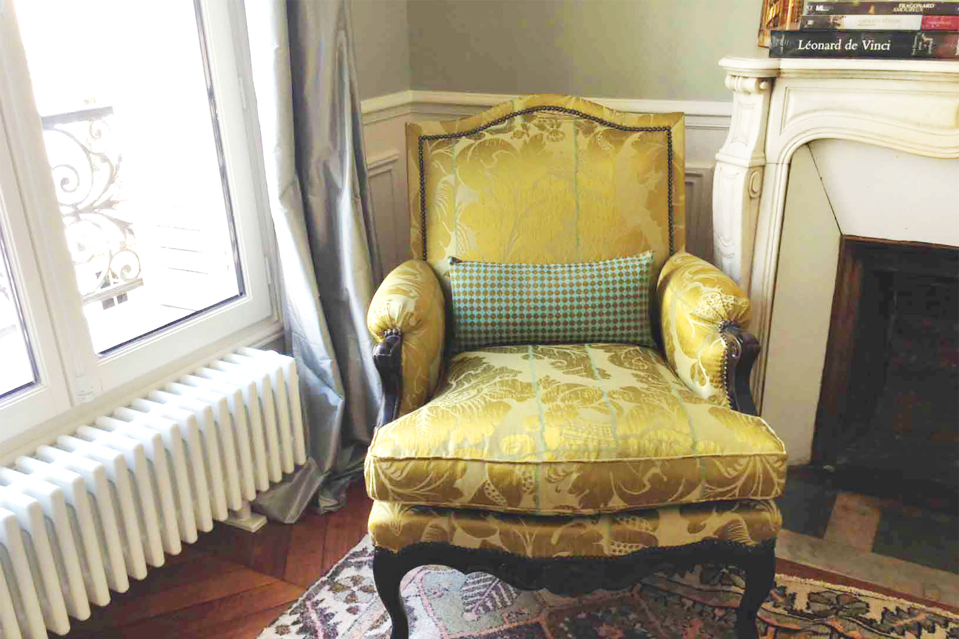 Regal armchairs in the living room at the Bourgogne Paris Perfect rental