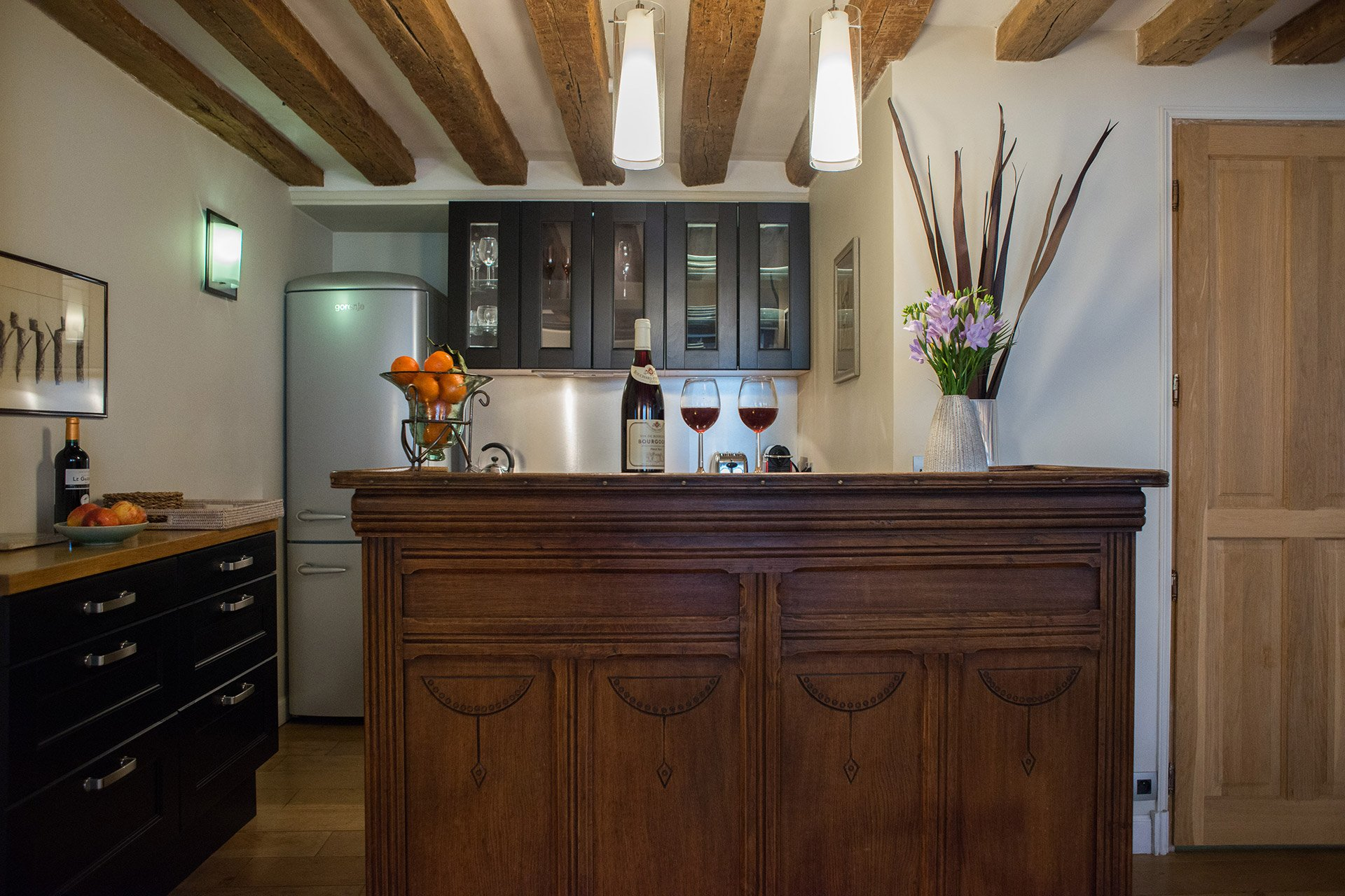 Enjoy apero hour in the kitchen of the Brittany vacation rental offered by Paris Perfect