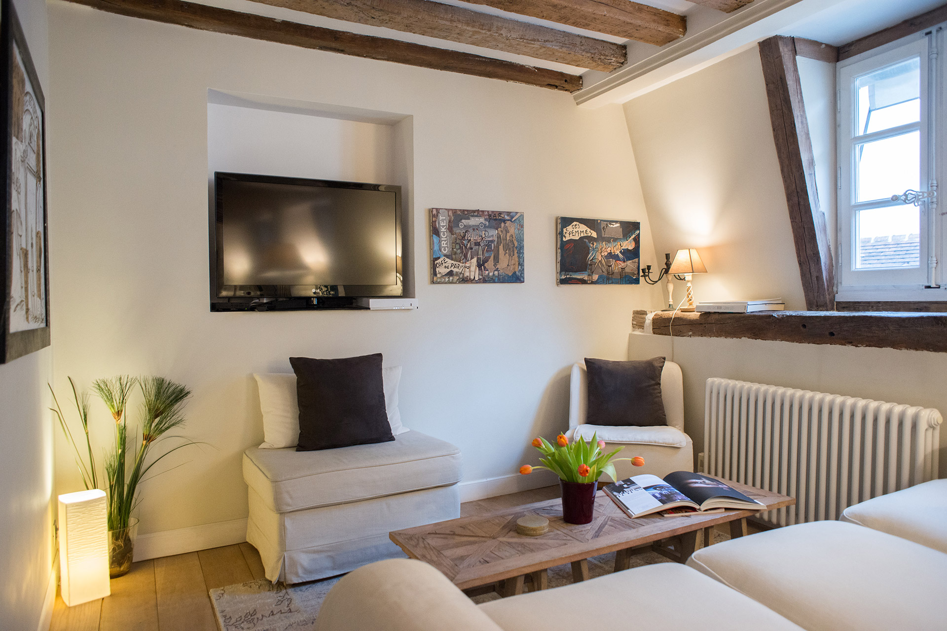 A flatscreen TV, DVD player, and free wifi in the Brittany vacation rental offered by Paris Perfect