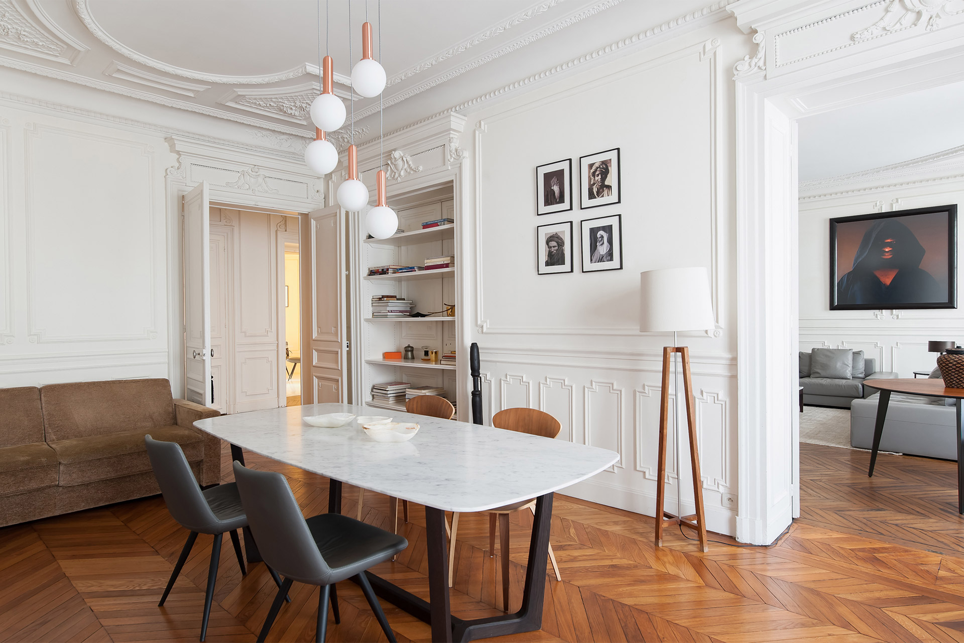 Impress your guests with dinners around this chic table in the Cavailles Paris rental