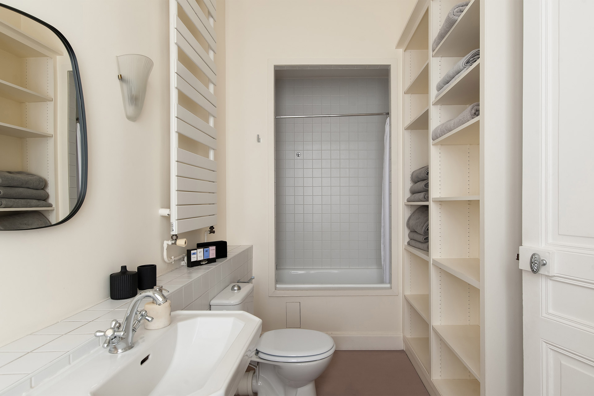 Convenient en suite bathroom for bedroom three in the Cavailles Paris Perfect rental