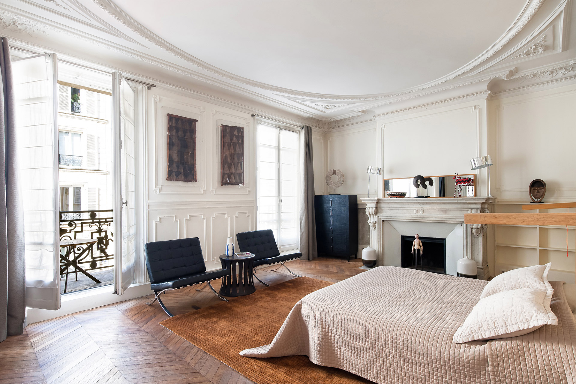 Grand second bedroom with an extra wide queen bed in the Cavailles Paris rental