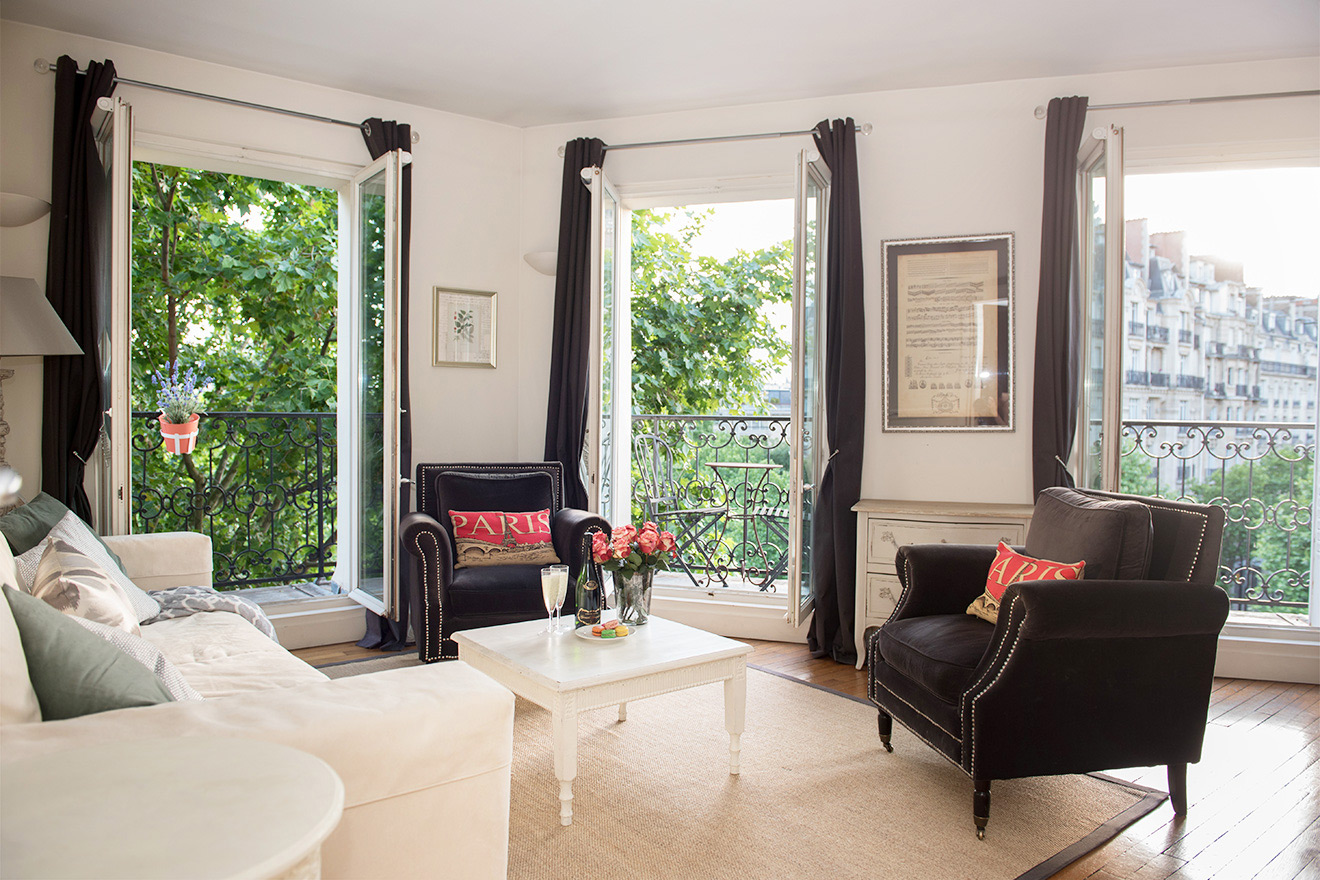 Sunny living room of the Champagne vacation rental offered by Paris Perfect