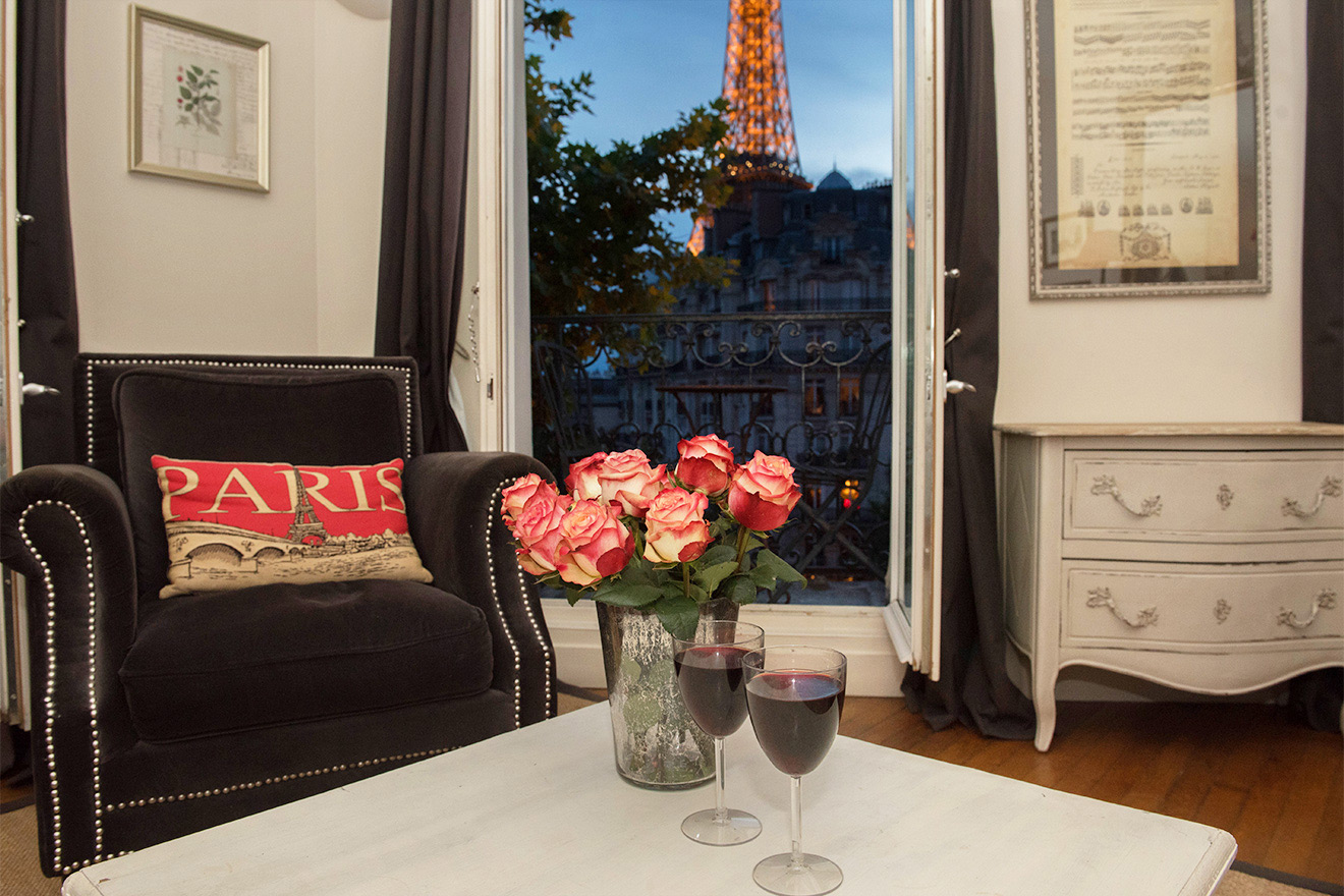 Charming living room of the Champagne vacation rental offered by Paris Perfect