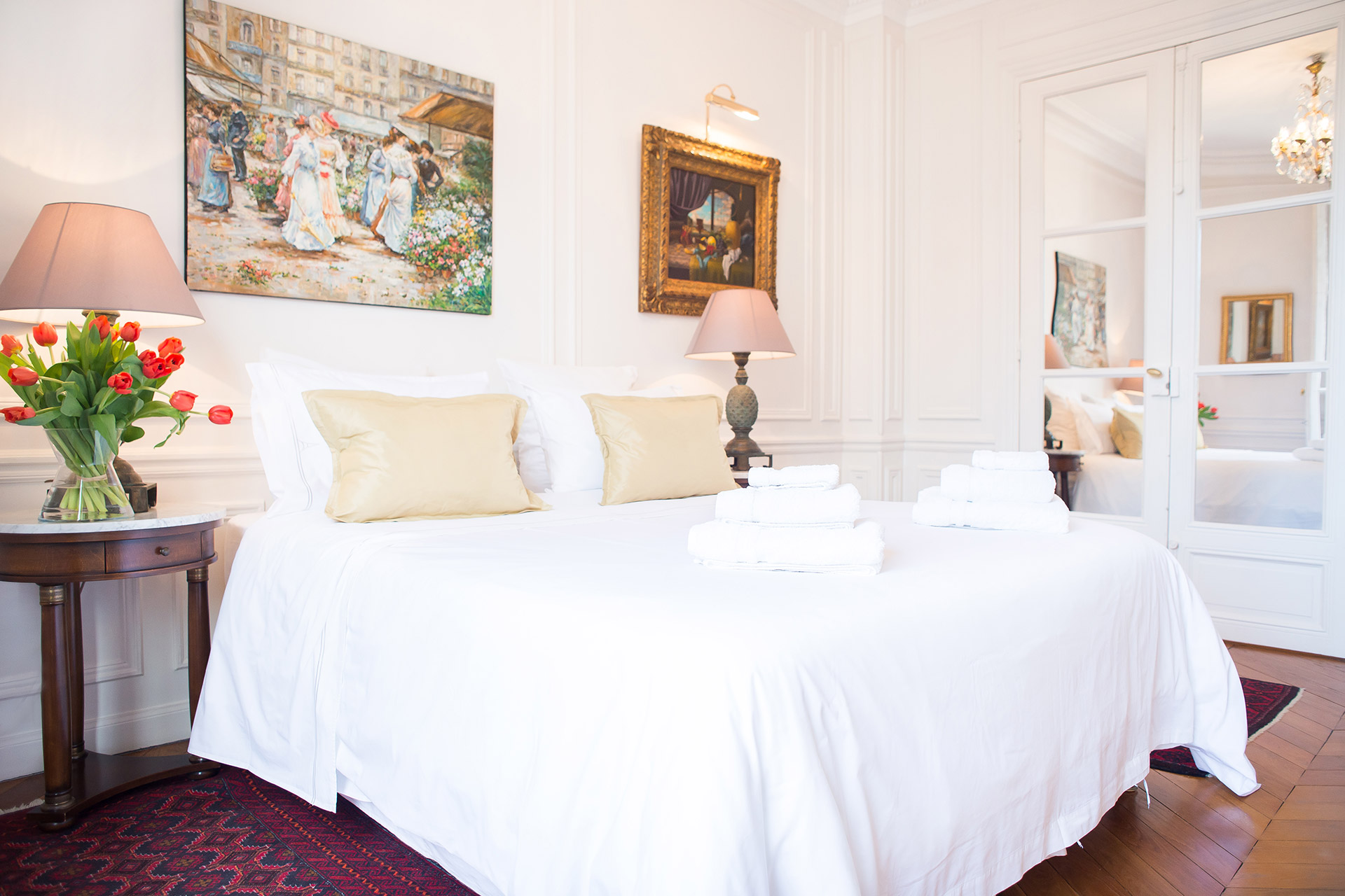 Comfortable single beds in the second bedroom of the Chateauneuf vacation rental offered by Paris Perfect
