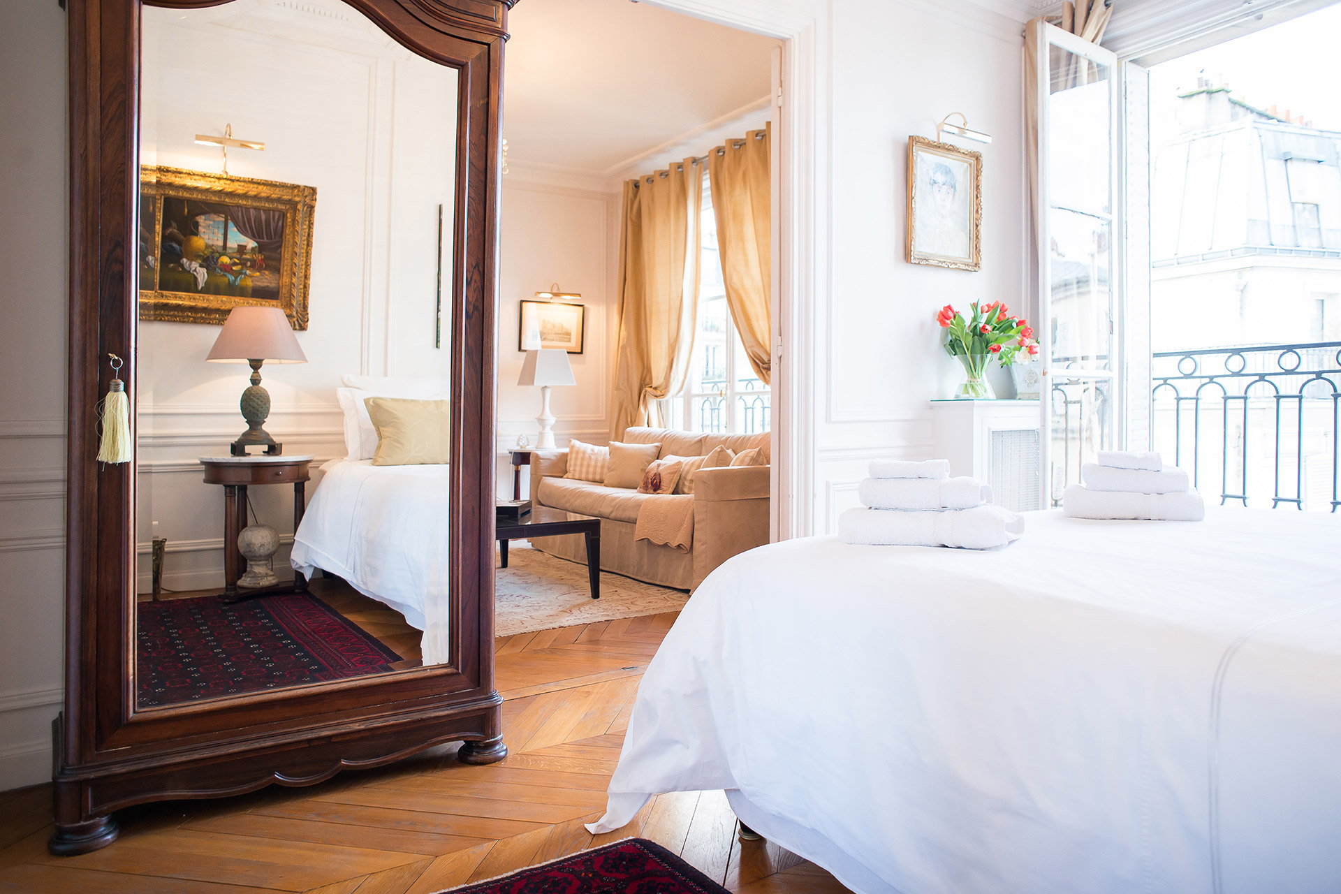 Light and bright bedroom of the Chateauneuf vacation rental offered by Paris Perfect