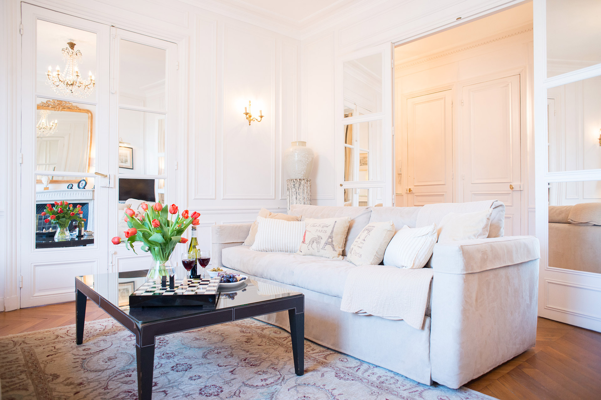 Comfortable living room of the Chateauneuf vacation rental offered by Paris Perfect