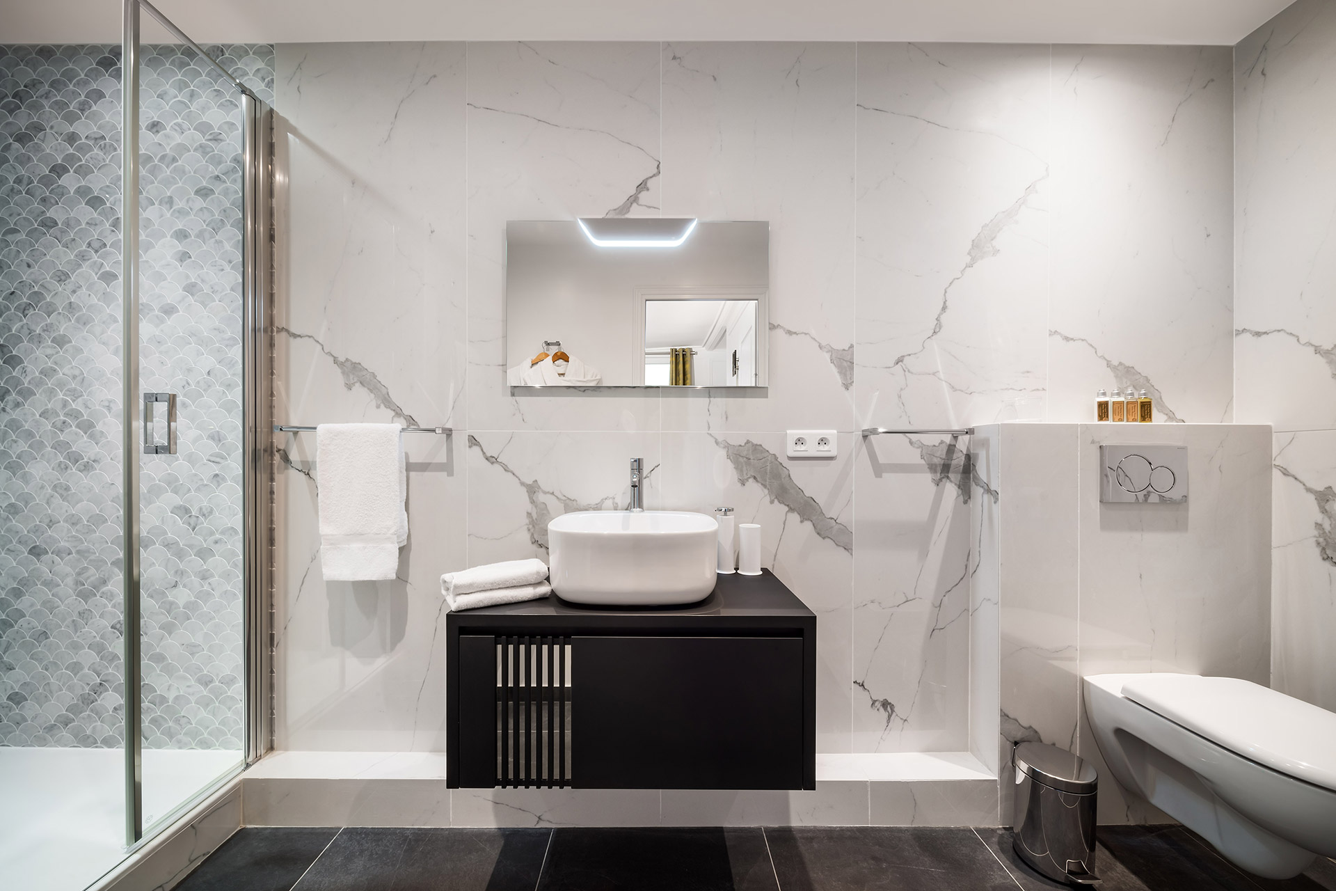 Modern bathroom 2 in the Chevalier vacation rental by Paris Perfect