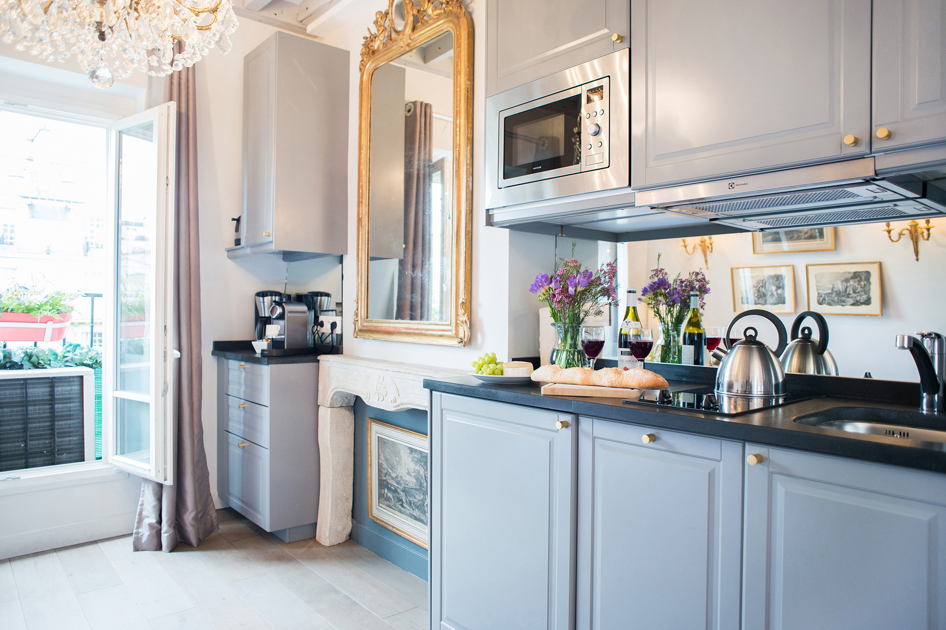 Fully remodeled kitchen with decorative fireplace mantle in the Cremant vacation rental