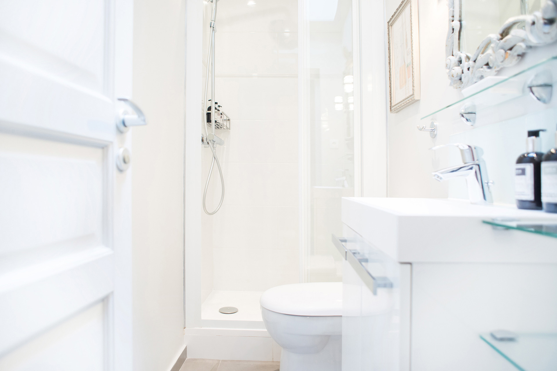 Large walk-in shower in the bathroom in the Cremant Paris Perfect vacation rental