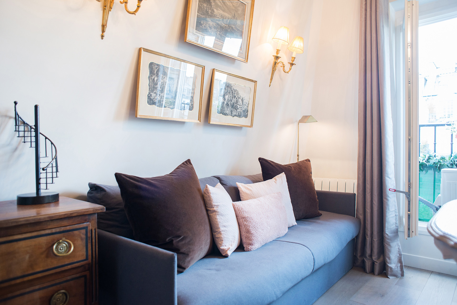 Elegant living area in the Cremant vacation rental