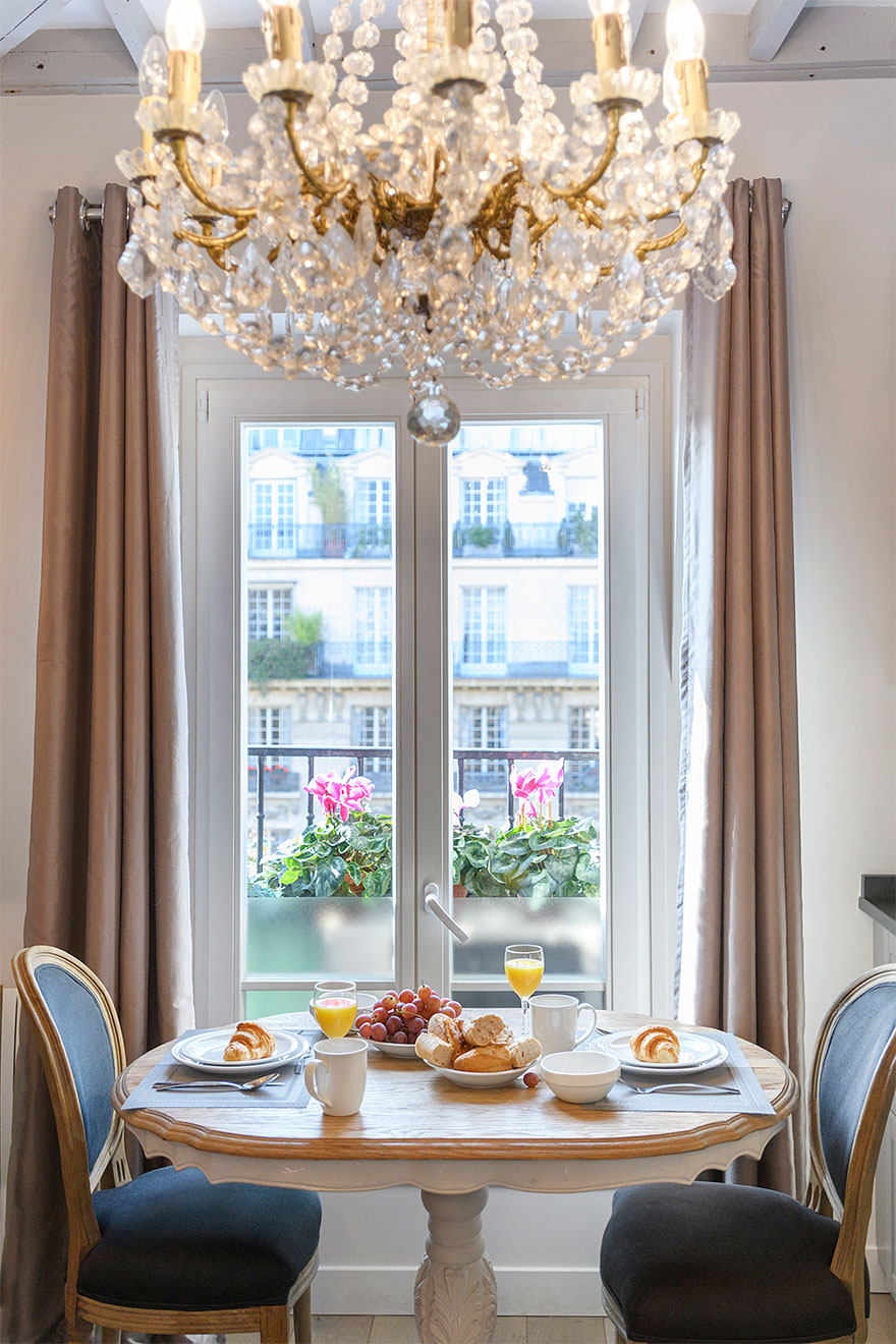 Elegant chandelier hangs over the living room in the Cremant rental