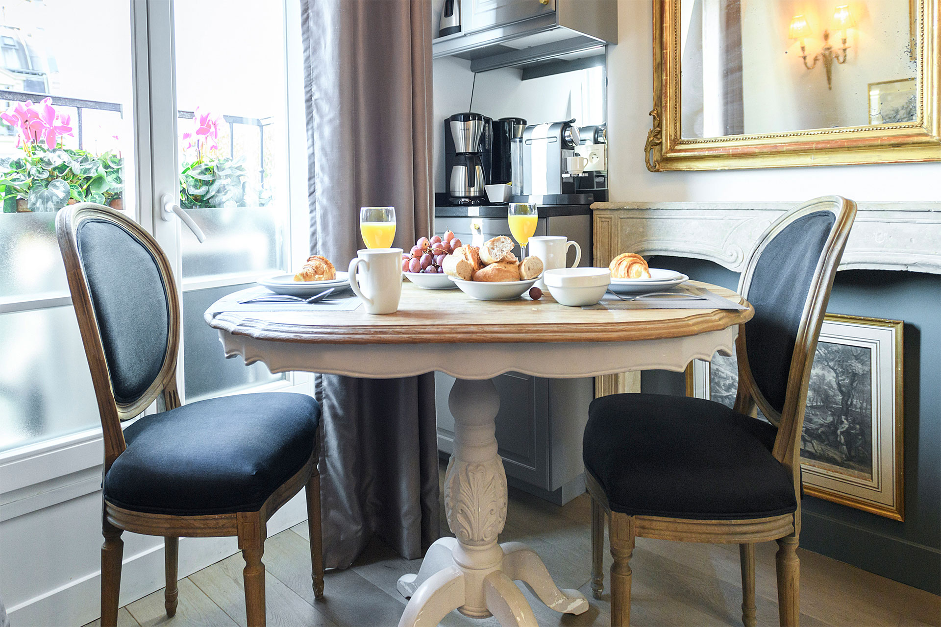 Dining table for two in the Cremant Paris Perfect rental