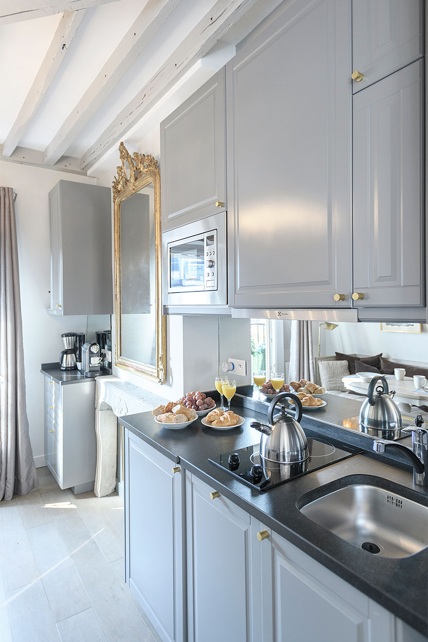 Modern kitchen is fully equipped with everything you need - Cremant Paris Perfect rental