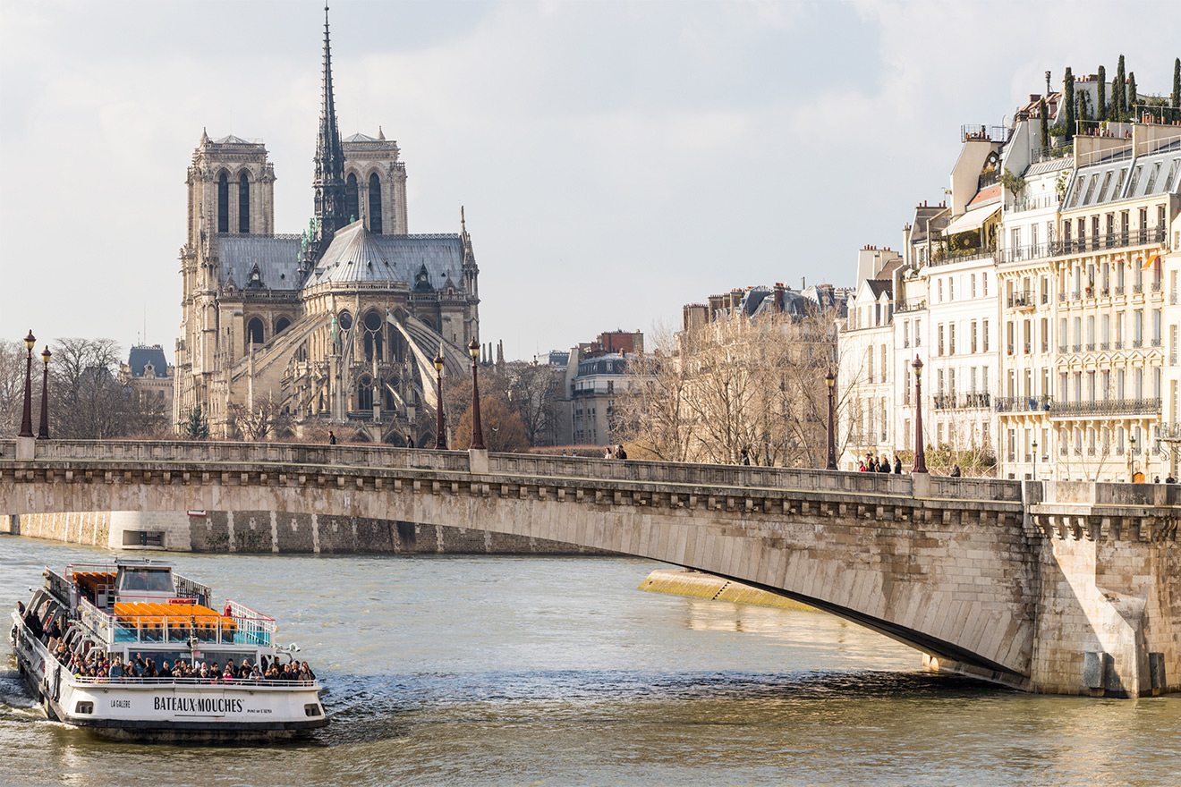 The apartment is four blocks to the romantic river Seine