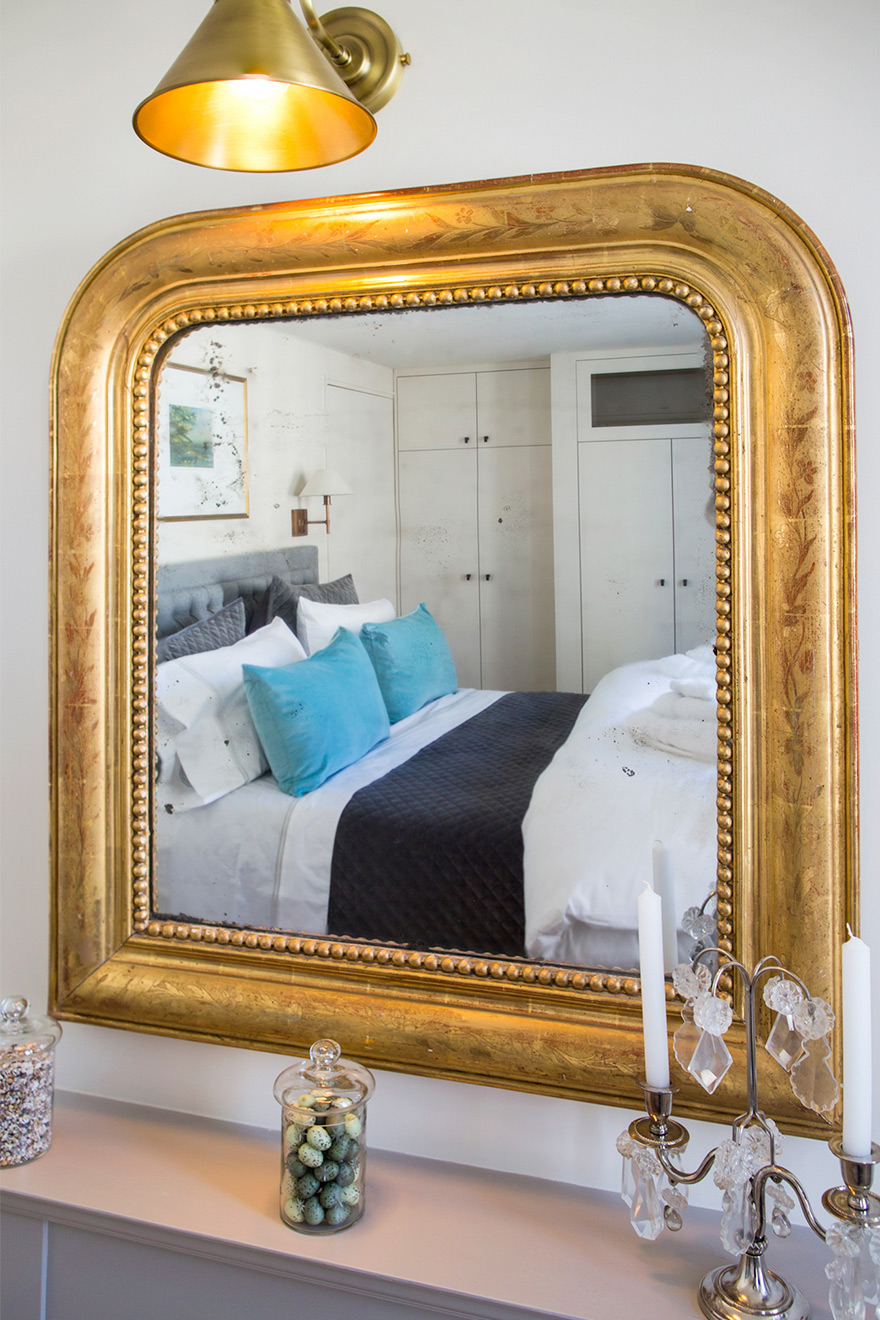 Antique gold mirror in Place Dauphine Rental