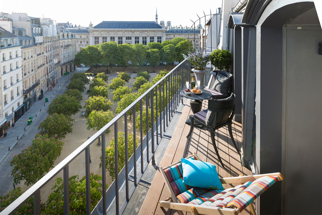 View of Place Dauphine from the balcony of the Savennières vacation rental offered by Paris Perfect