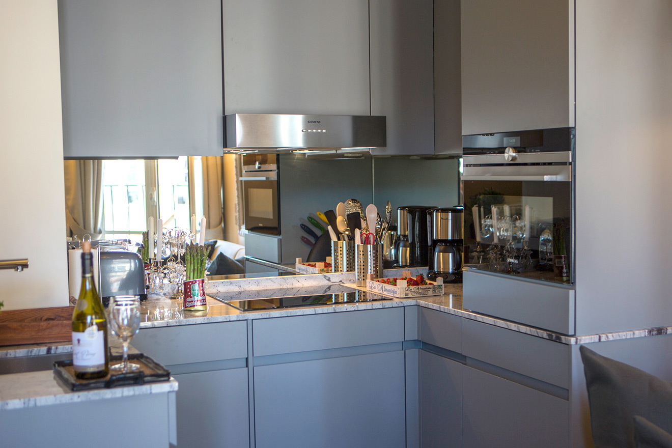 Modern kitchen with dishwasher, oven and small fridge in the Savennières vacation rental offered by Paris Perfect