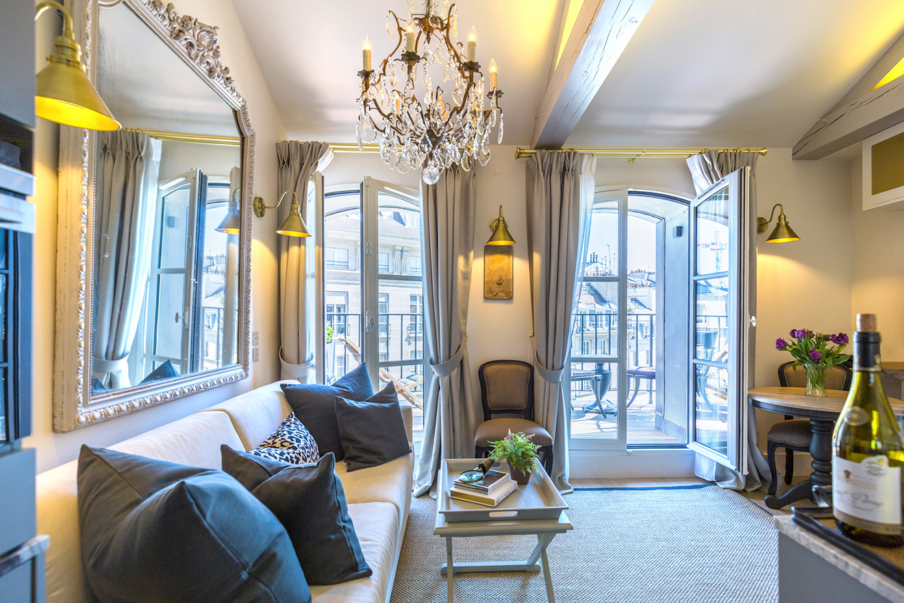 Stylish living room of the Savennières vacation rental offered by Paris Perfect