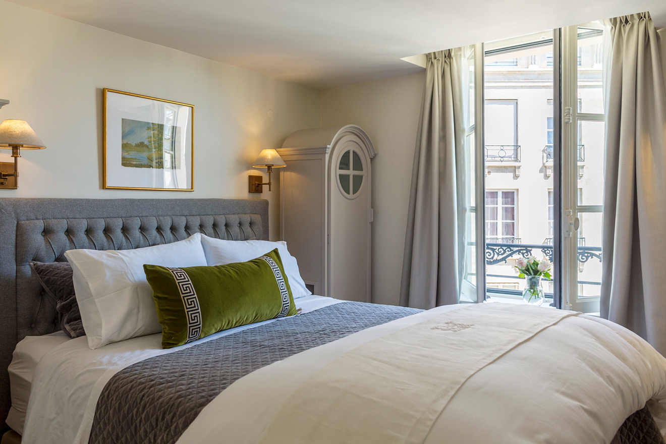 Bedroom with dual extra wide queen bed in the Monbazillac vacation rental offered by Paris Perfect
