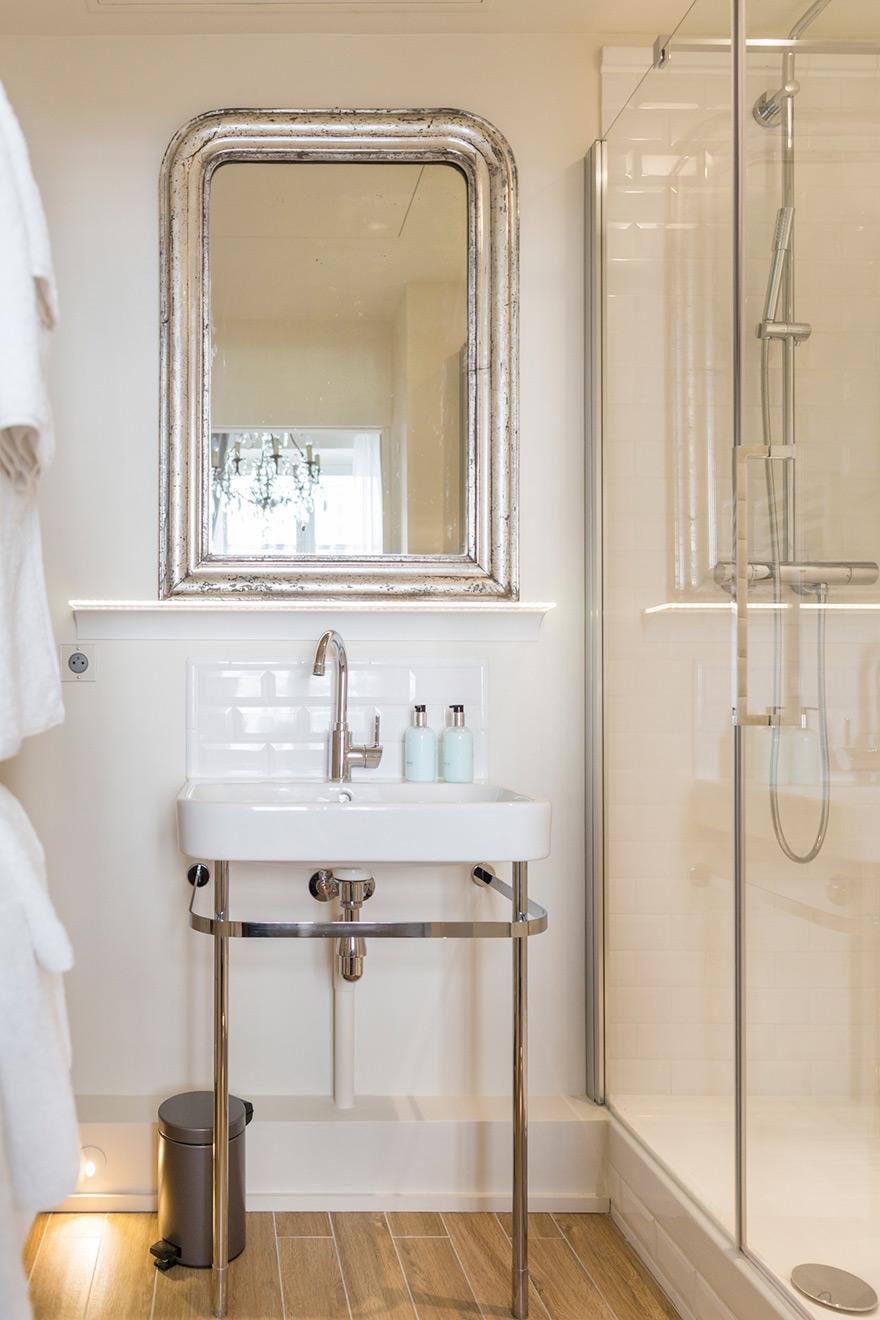 Antique Silver Bath Accessories: Place Dauphine One Bedroom Apartment Rental Paris
