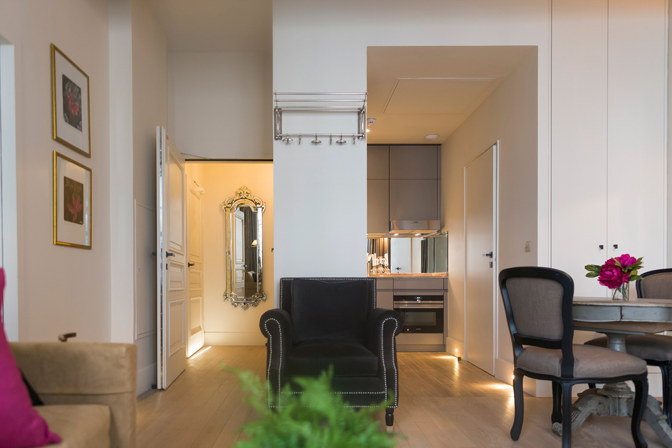 View looking toward the kitchen and entrance in the Muscat vacation rental offered by Paris Perfect