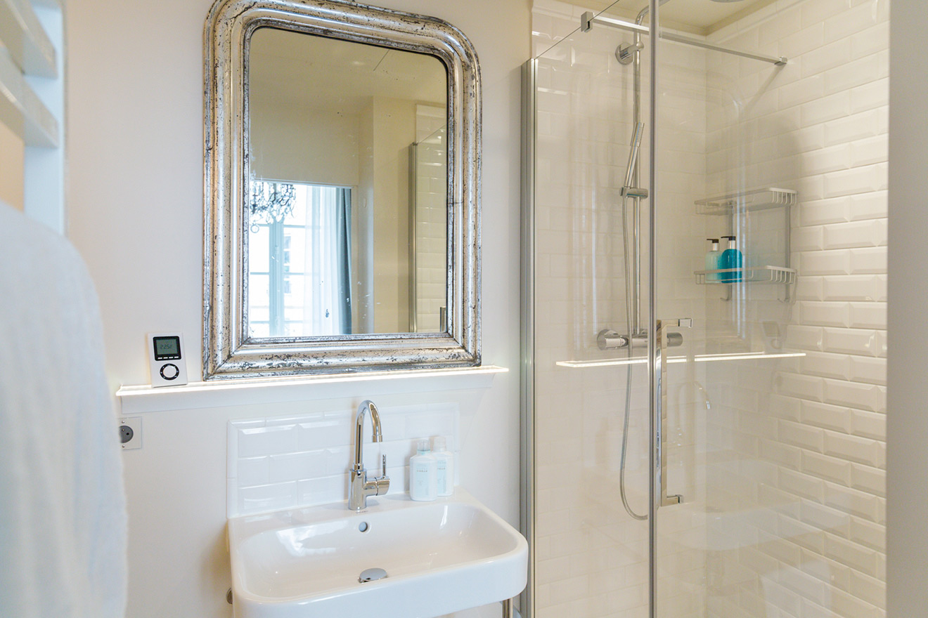 En suite bathroom with shower, toilet and sink in the Muscat vacation rental offered by Paris Perfect