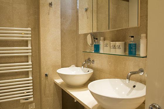 En Suite Bathrooms In Apartments: St Julien Paris Rental