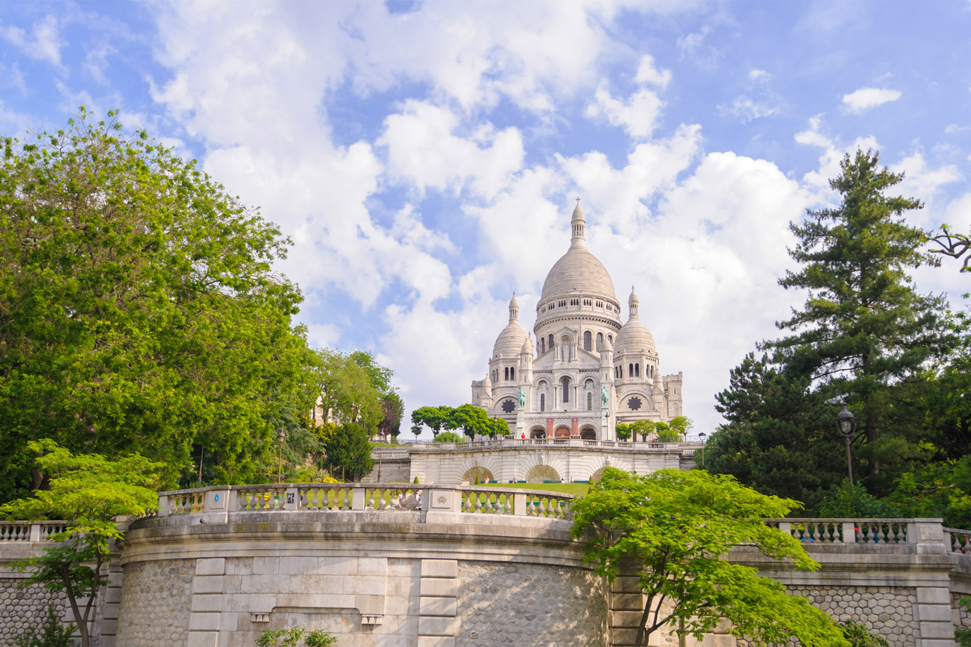 Stroll over to the Sacré Coeur in Paris
