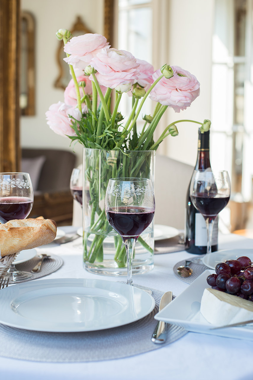 Meal in the Forez vacation rental offered by Paris Perfect