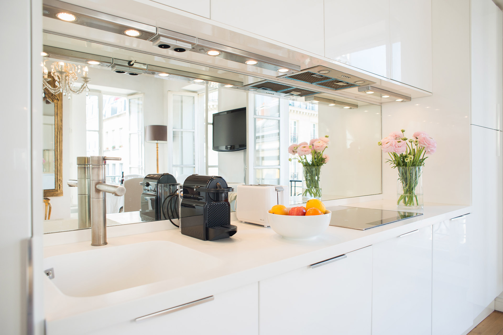Fully-equipped kitchen in the Forez vacation rental offered by Paris Perfect