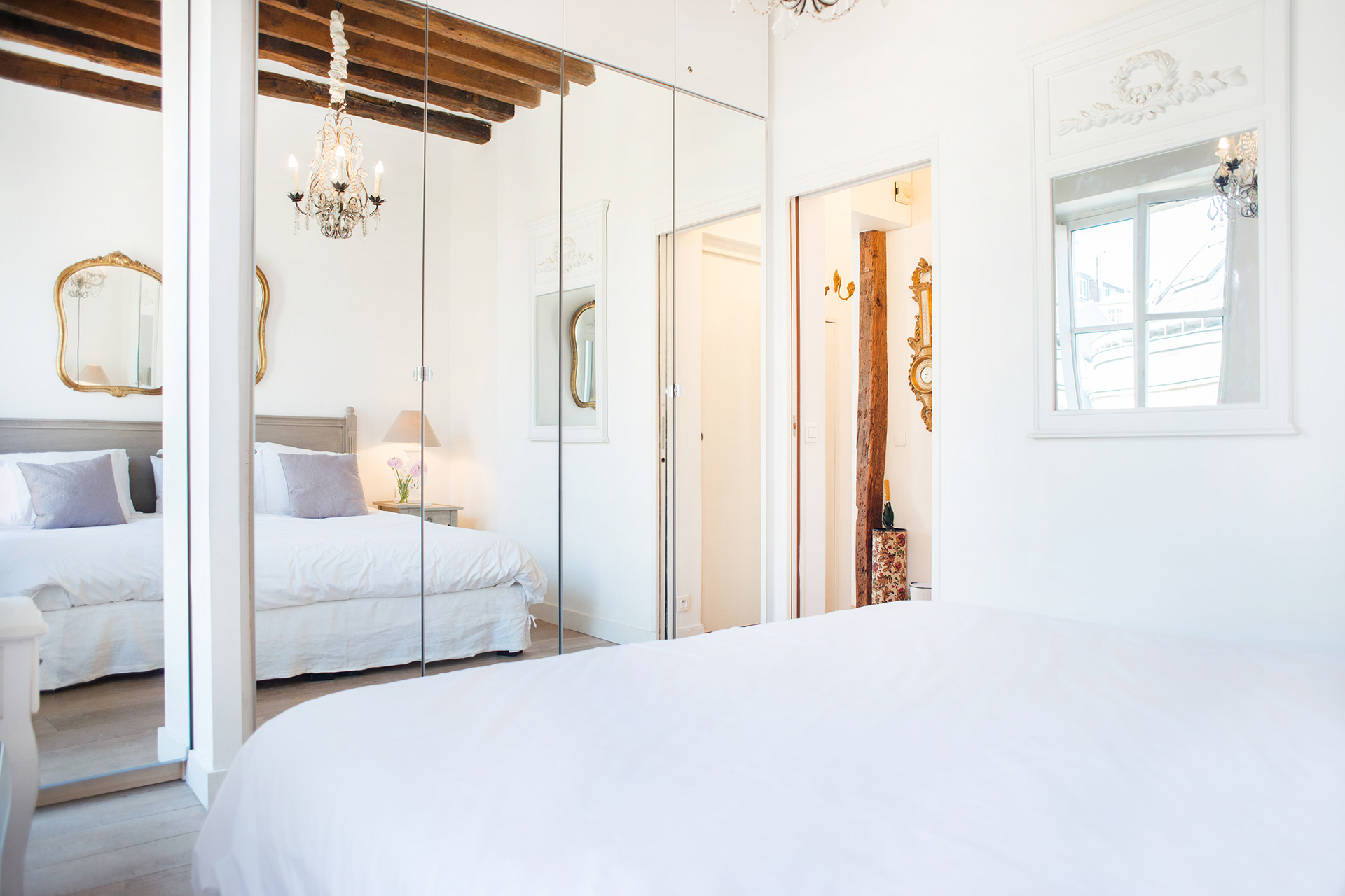 Bedroom in the Forez vacation rental offered by Paris Perfect