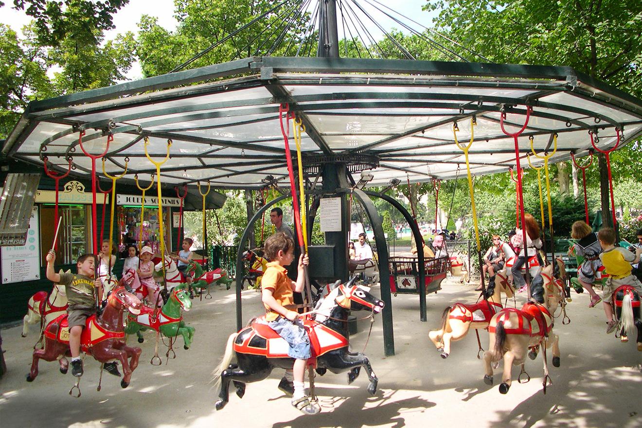Hand-cranked Carousel Champ de Mars Paris