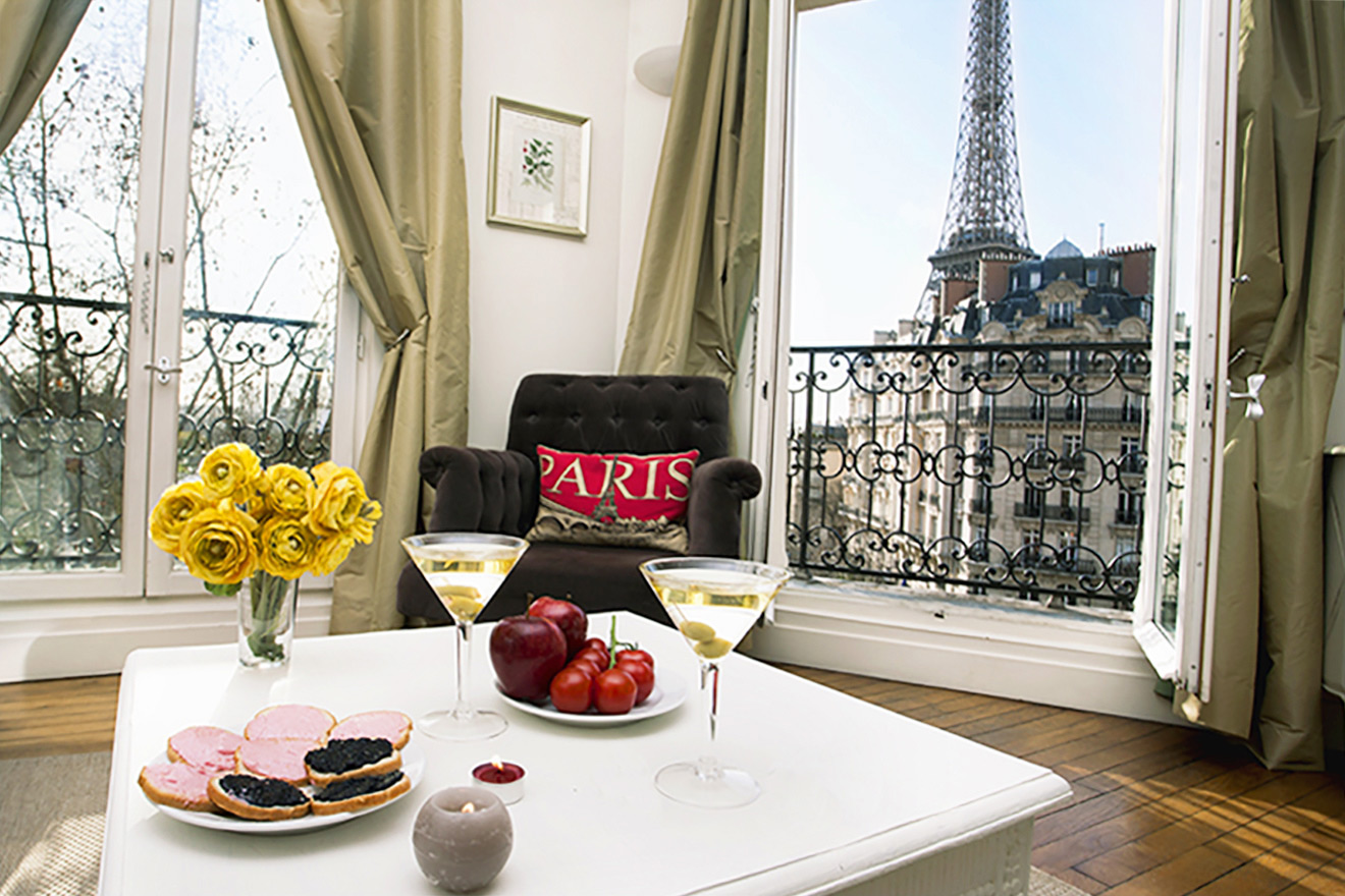 Eiffel Tower Sunset View - Champagne Paris Apartment