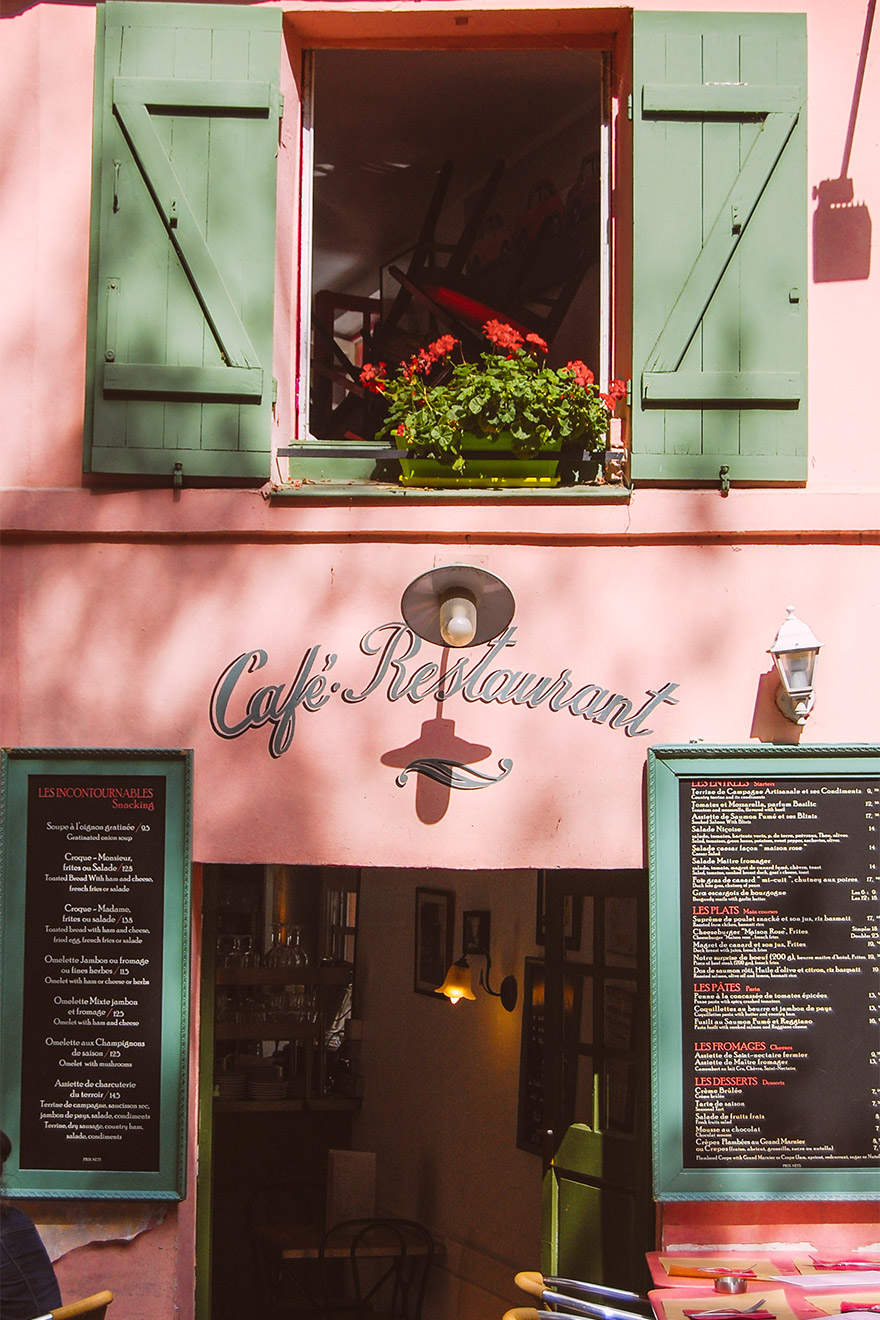 Dine like a local at one of Montmartre's well-known cafés