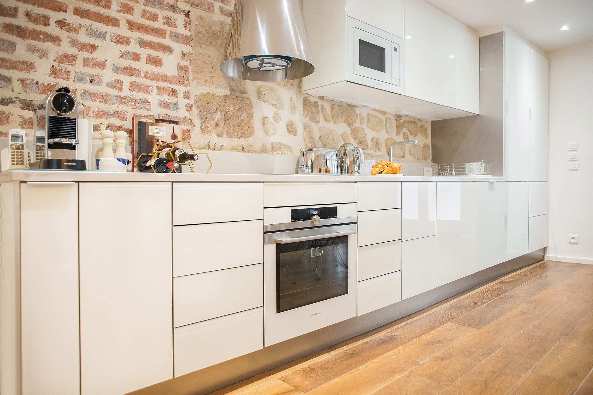 Elegant modern kitchen in the Lascombes rental is fully equipped with everything you need