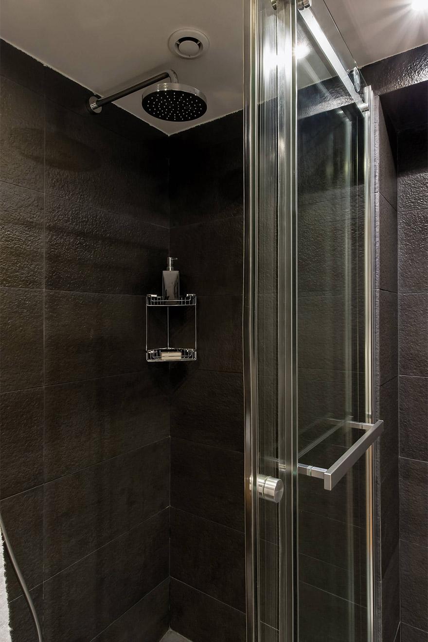 Large walk in shower in the Lascombes second bedroom en suite bathroom