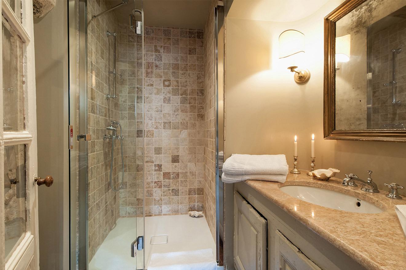 Lussac bathroom