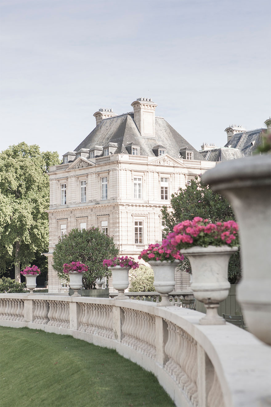 Just minutes from the Luxembourg Gardens - Bourgogne rental by Paris Perfect