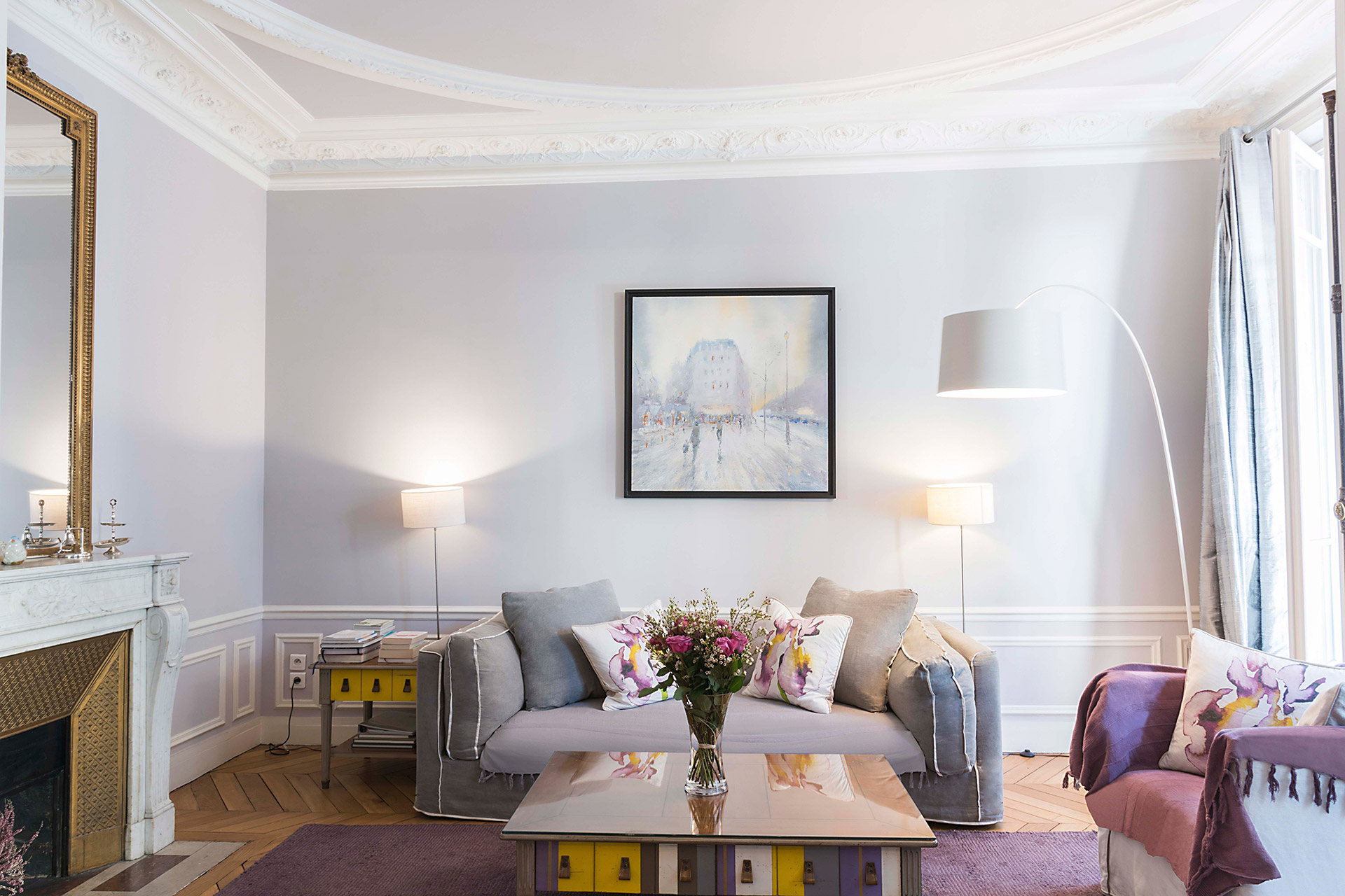 Stunning living room in violet and grey tone in the Maubert vacation rental offered by Paris Perfect