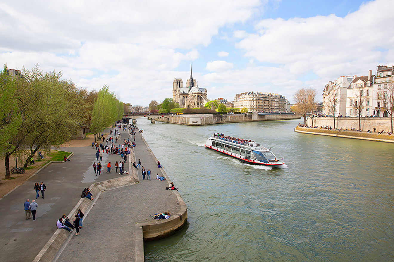 Take a cruise down the Seine to visit famous Paris landmarks