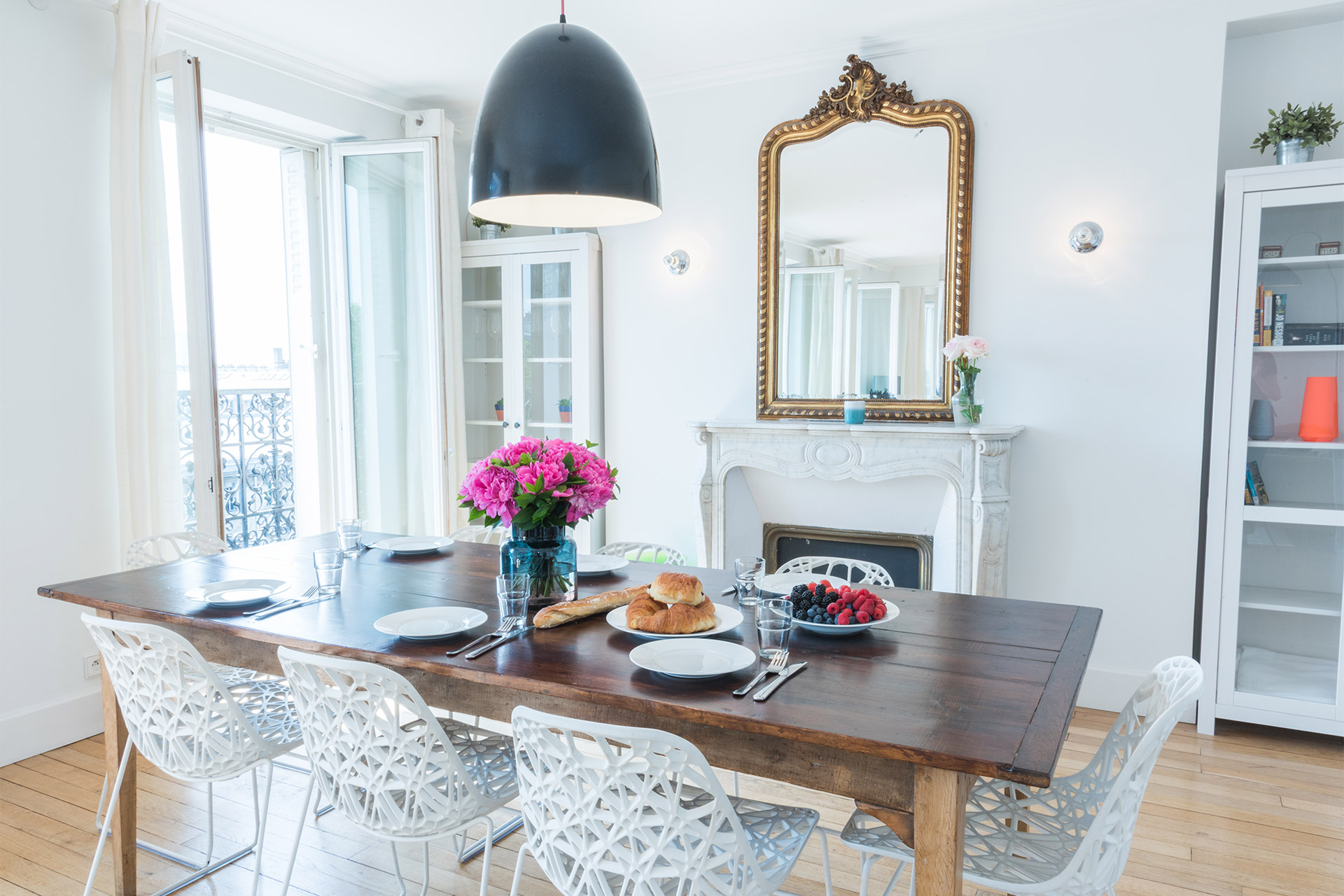 Large dining table in the Mondeuse vacation rental offered by Paris Perfect