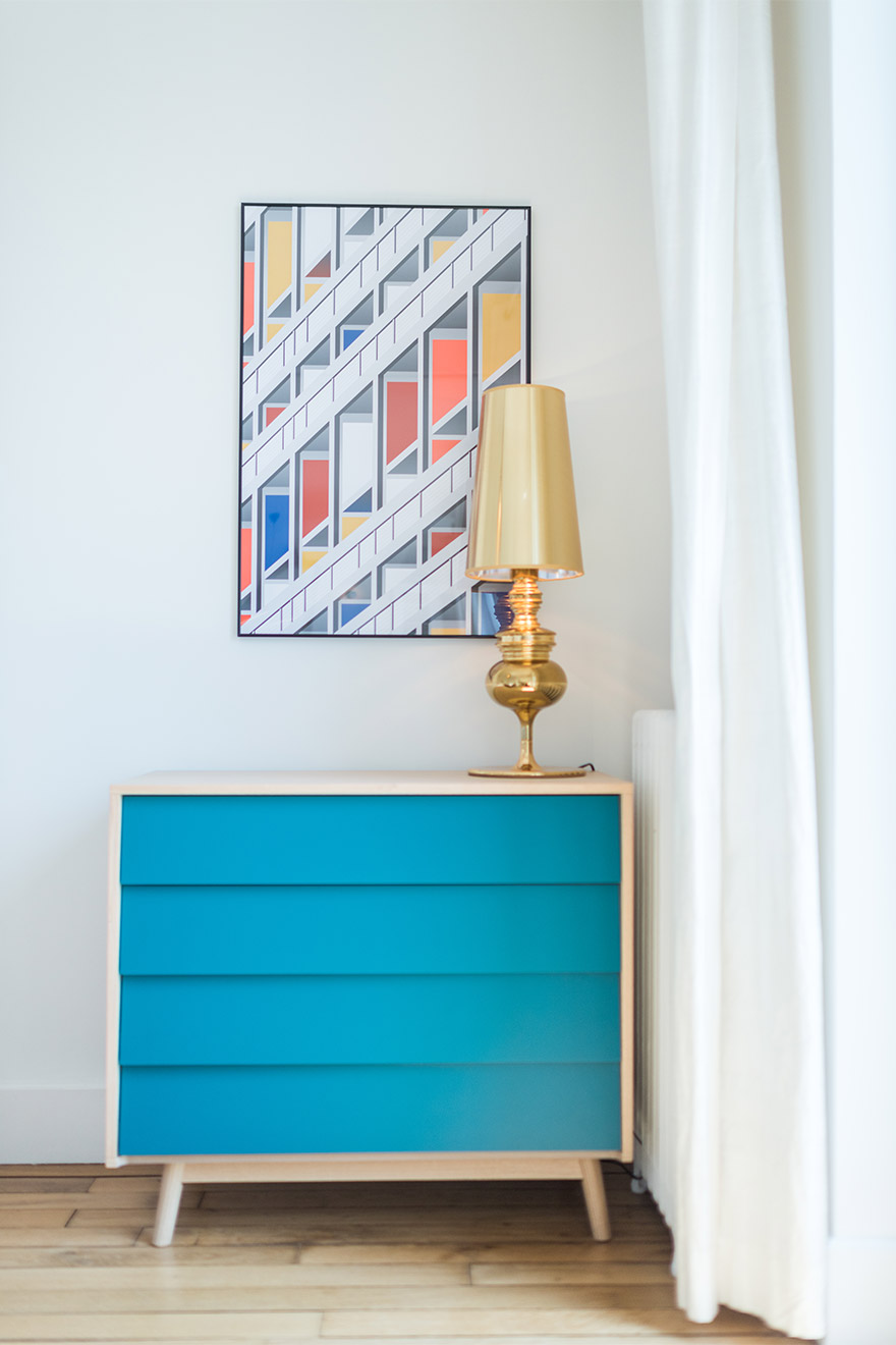 Colorful touches in the bedroom of the Mondeuse vacation rental offered by Paris Perfect